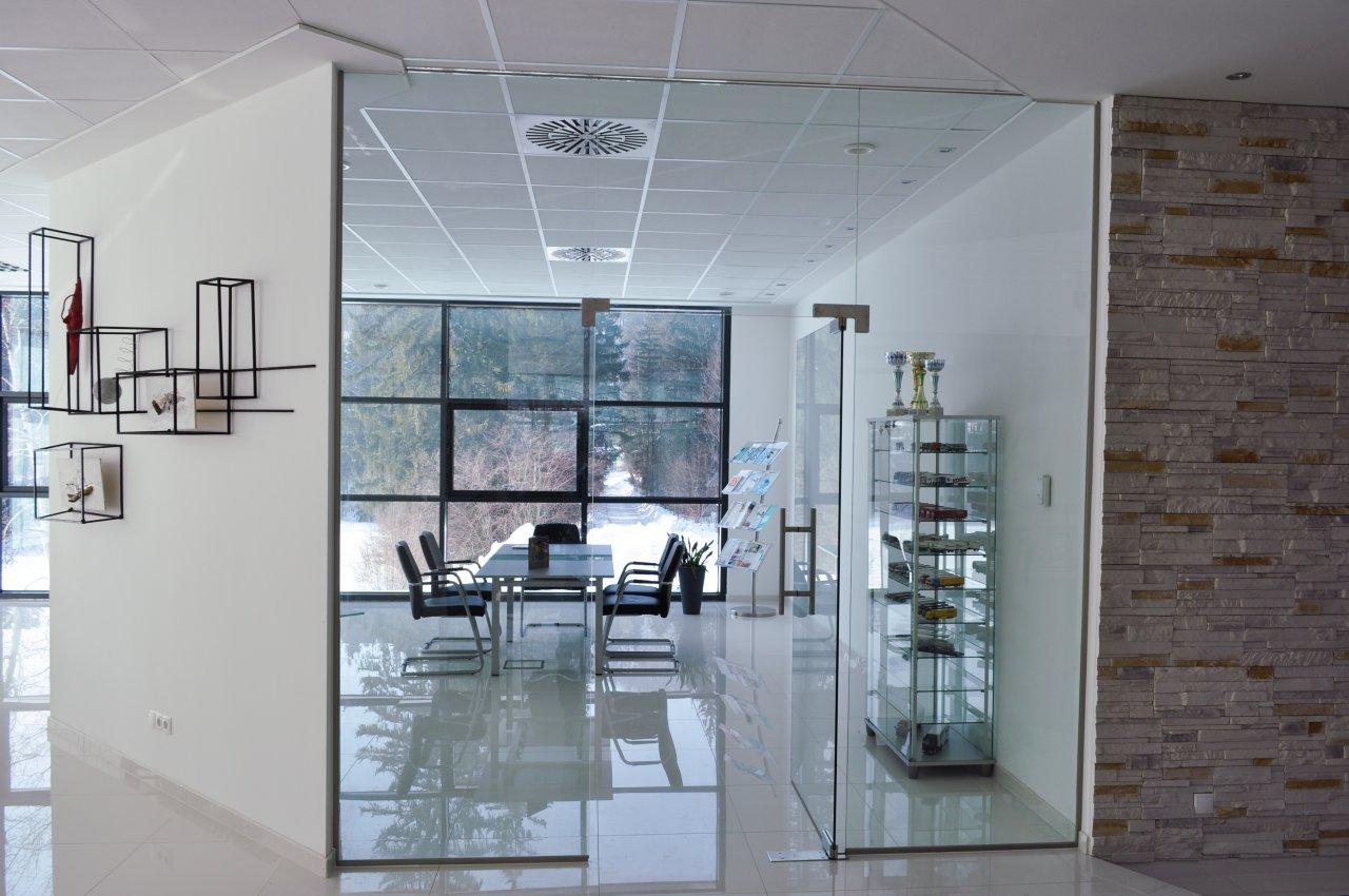 B&W Glasbau, Ganzglasverglasung, Verglasung, Ganzglasanlage