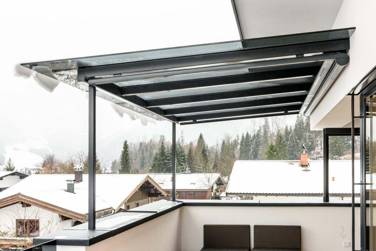 B&W Glasbau Glasdach Dach Teilvorgespanntenglas Balkonüberdachung