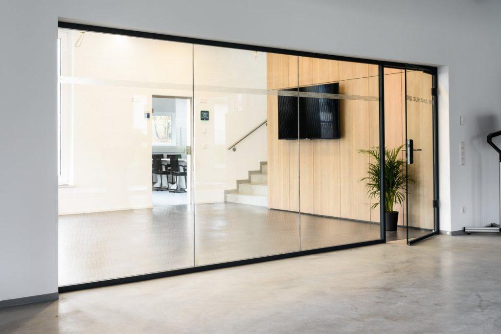 B&W Glasbau Glaswand Verglasung Trennwand