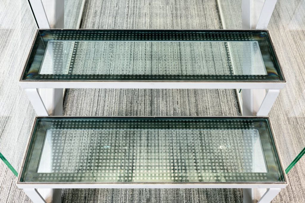 B&W Glasbau Glaswand Verglasung Trennwand Treppe