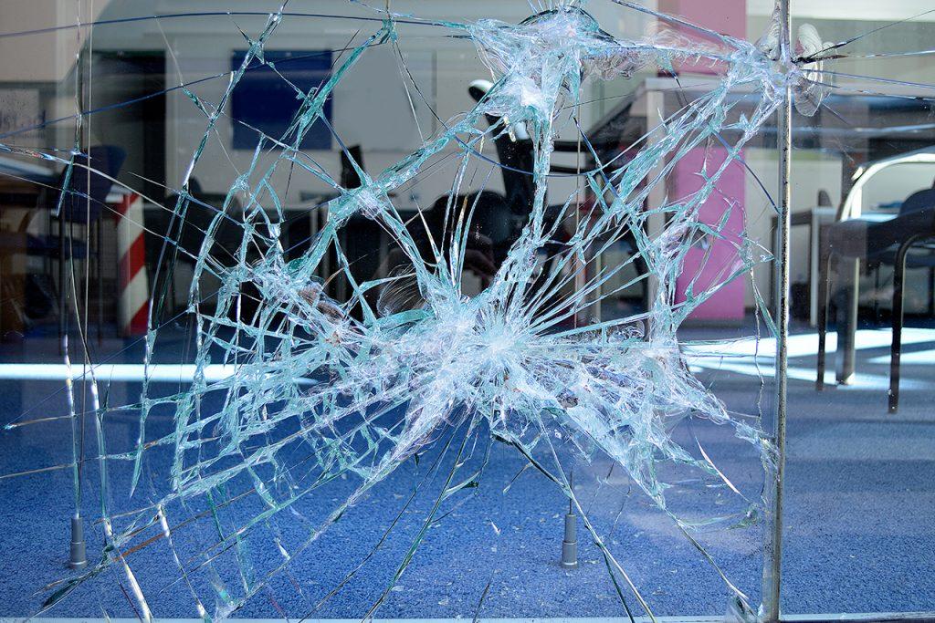 B&W Glasbau Reparatur Schadensfall Glasreparatur Montage Lohnverglasung