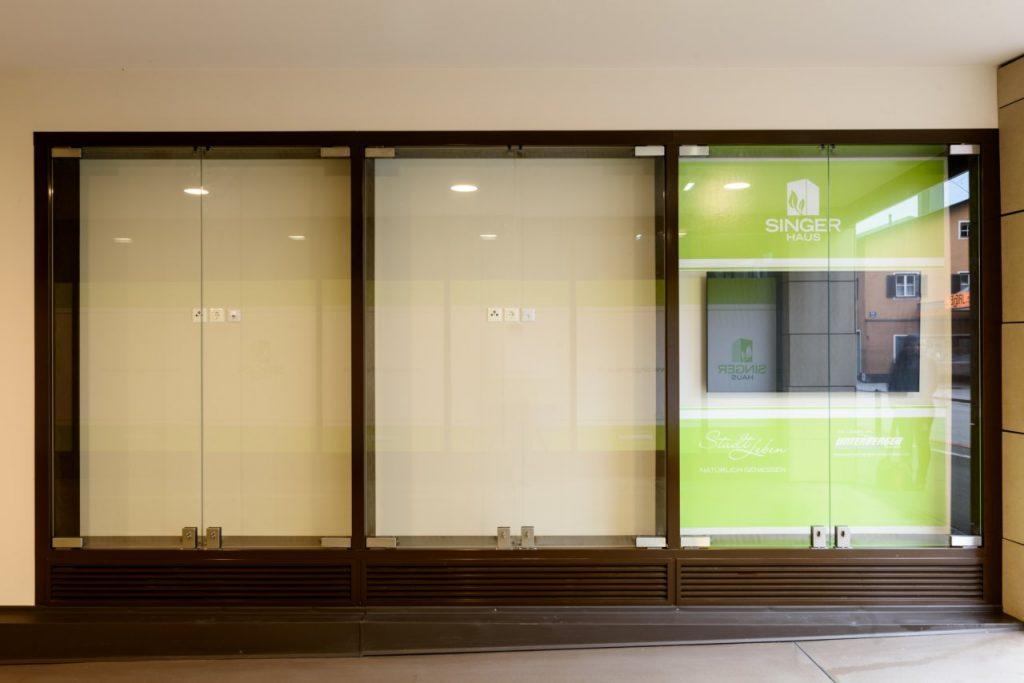 B&W Glasbau Schaufenster Verglasung Glaswand