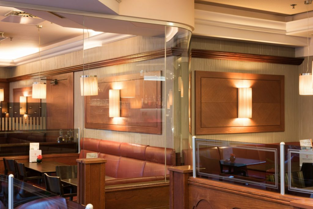 B&W Glasbau Verglasung Raumteiler Trennwand