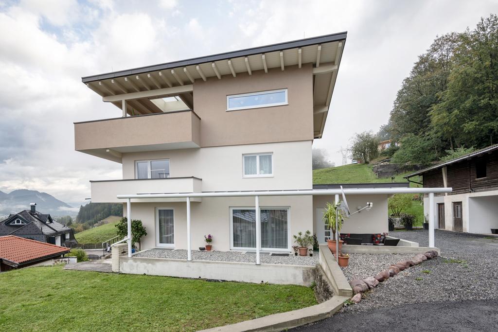 B&W Glasbau Kirchbichl Alproda Terrassenüberdachung Sonnenschutz Wetterschutz Glasdach