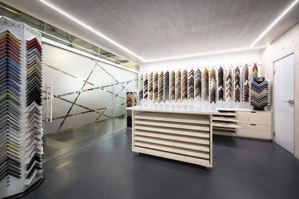 B&W Glasbau Kirchbichl Verglasung Bilderrahmen Studio Fotorahmen Geschäft