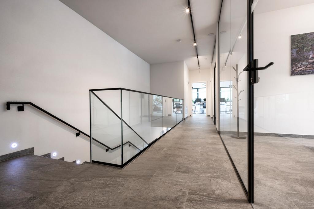 B&W Glasbau Kirchbichl Geländer Verglasung Brüstung Absturzsicherung