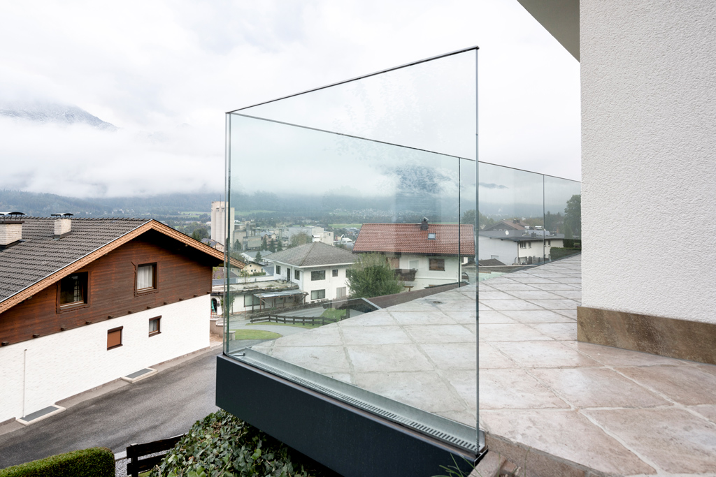 B&W Glasbau Kirchbichl Verglasung Geländer Brüstung Sicherheit Balkon Absturzsicherung
