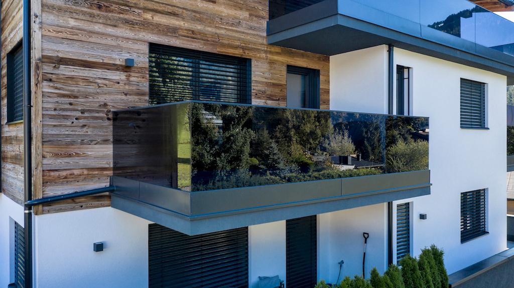 B&W Glasbau Kirchbichl Verglasung Geländer Brüstung Sicherheit Balkon Absturzsicherung Sichtschutz