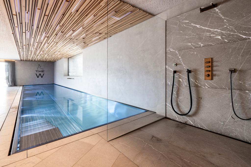 B&W Glasbau Kirchbichl Verglasung Duschverglasung Dusche Wellnessbereich Pool Spritzschutz