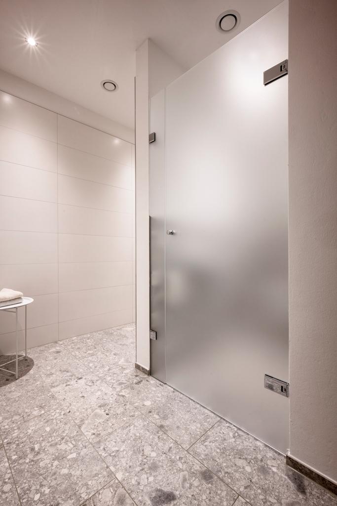 B&W Glasbau Kirchbichl Verglasung Duschverglasung Dusche Bad Spritzschutz Sichtschutz