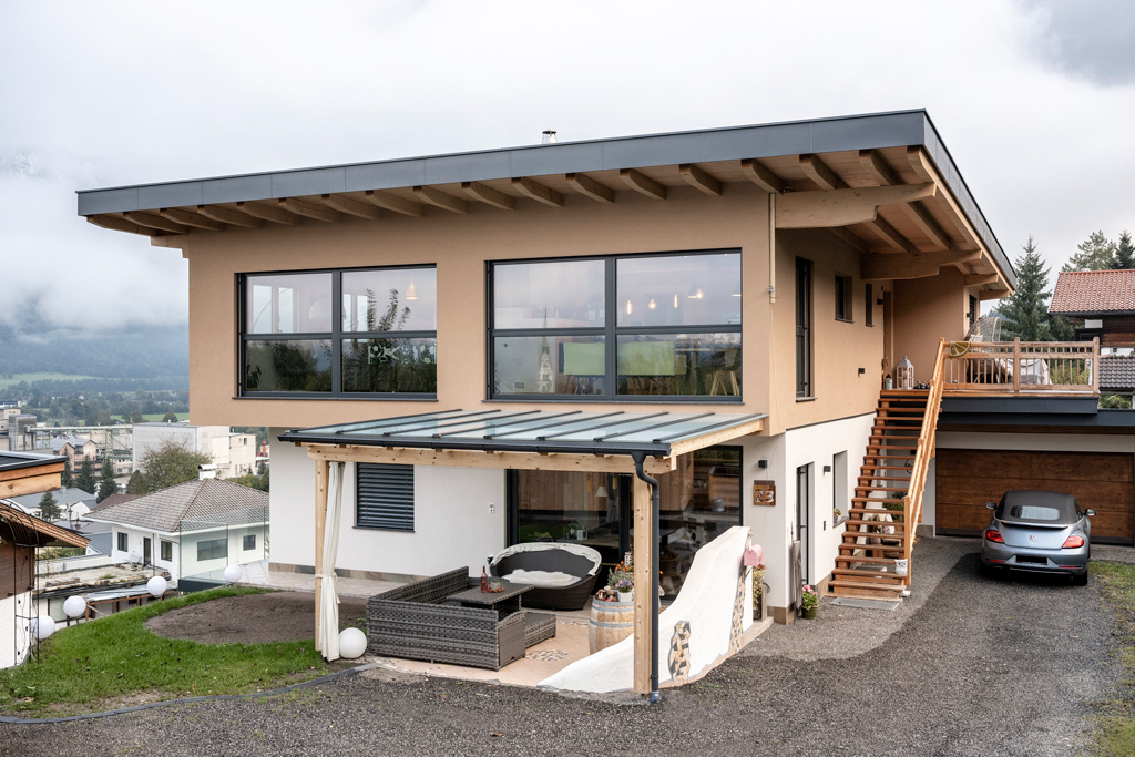 B&W Glasbau Kirchbichl, Fassade, Glasfassade, Ummantelung, Schutz, Terrassenüberdachung