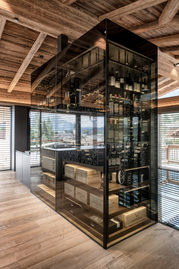 B&W Glasbau Kirchbichl, Ganzglasverglasung, Verglasung, Ganzglasanlage, Glasregal, Wein