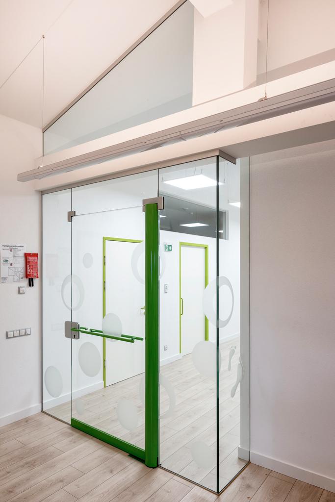 B&W Glasbau Kirchbichl, Ganzglasverglasung, Verglasung, Ganzglasanlage, Glastür