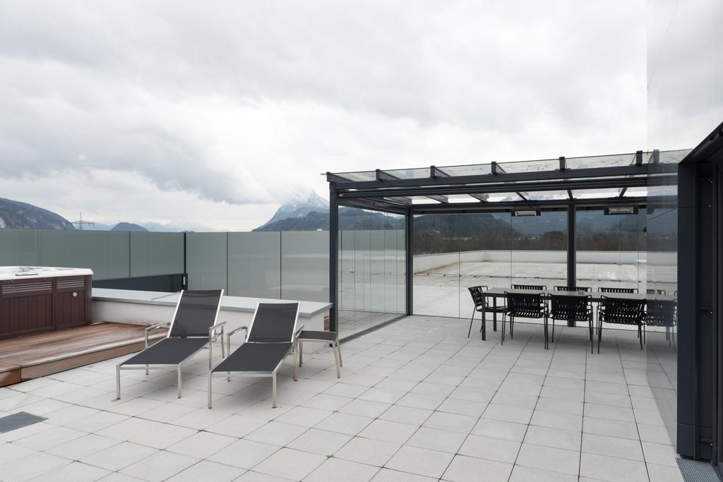B&W Glasbau Kirchbichl Glasdach Terrassenüberdachung Sicherheit Teilvorgespanntenglas