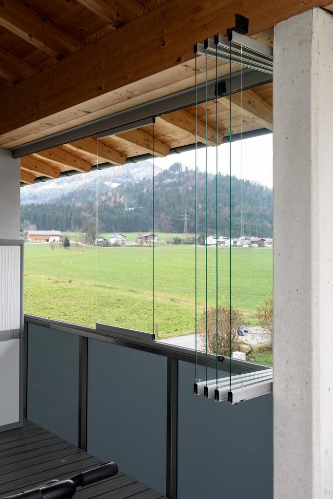 B&W Glasbau Kirchbichl Verglasung Balkon Fenster Windschutz Wetterschutz