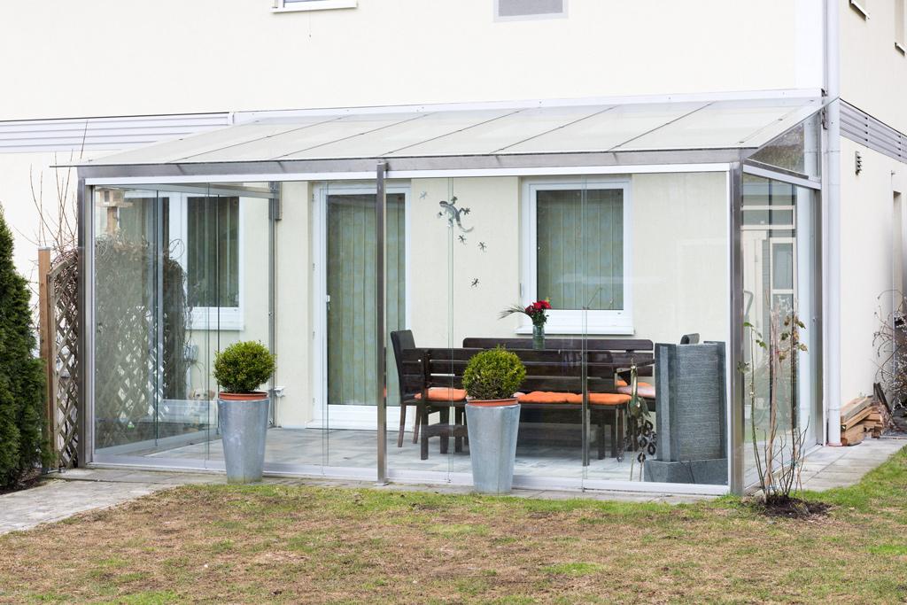 B&W Glasbau Kirchbichl Glasdach Terrassenüberdachung Sicherheit Teilvorgespanntenglas Windschutz
