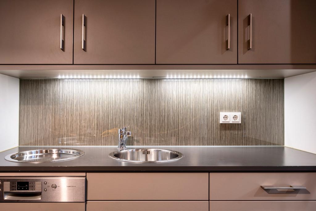 B&W Glasbau Kirchbichl Rückwand Küche Verglasung